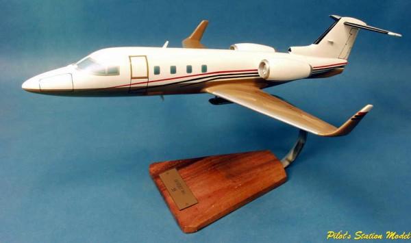 Learjet 55 Longhorn, Schreibtischmodell aus Holz