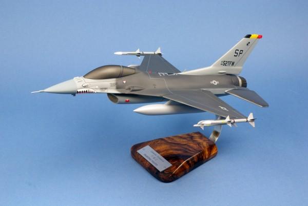 F16, Schreibtischmodell aus Holz