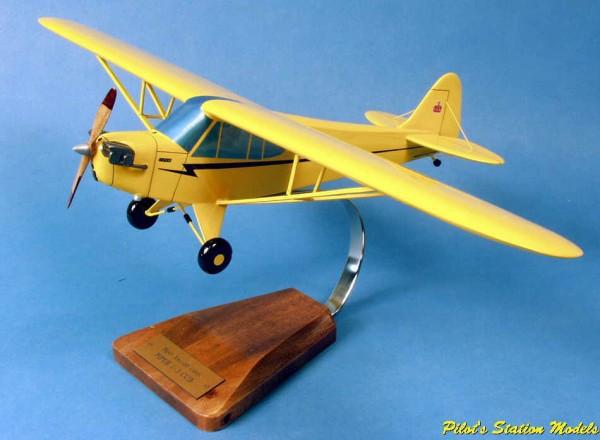 Piper J3 Cub, Schreibtischmodell aus Holz