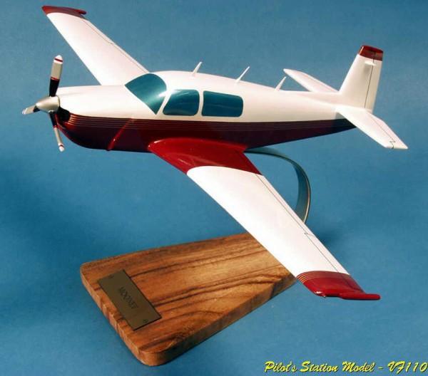Mooney M20R, Schreibtischmodell aus Holz